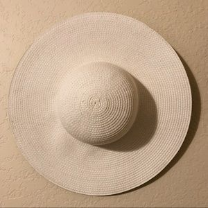 White spring/summer hat with underbrim colors